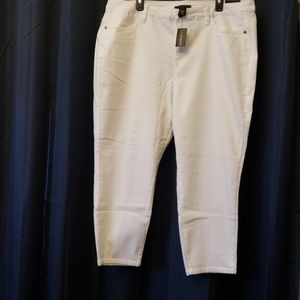 New with tags Lane Bryant white denim capri